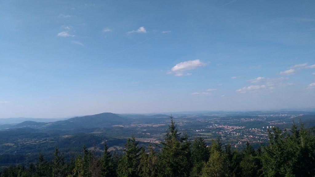 Widok z wieży Borowej na Wałbrzych
