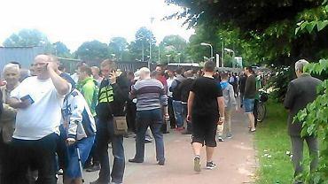 Długa kolejka po bilety pod tyskim stadionem
