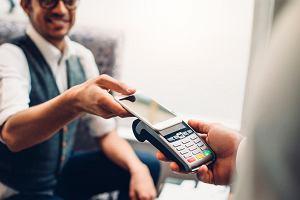 8 mln Polaków bankuje przez smartfona. Jak kupujemy, o co się boimy i co dalej z mobilnymi płatnościami?