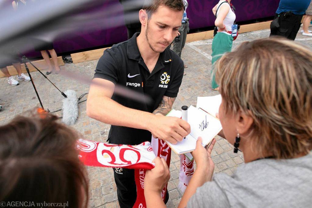 Każdy chciał zdobyć autograf polskich piłkarzy