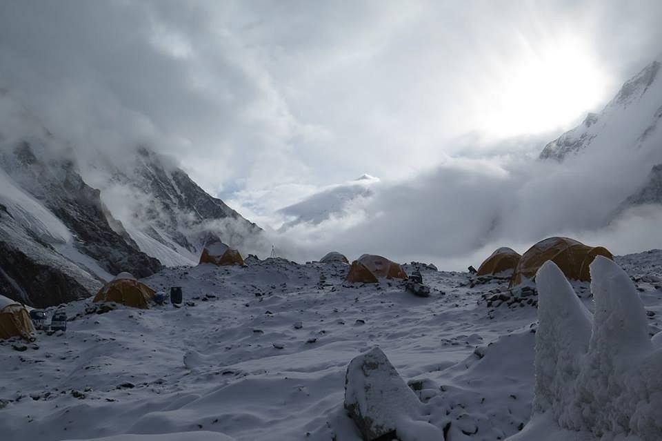 Baza pod K2 o poranku
