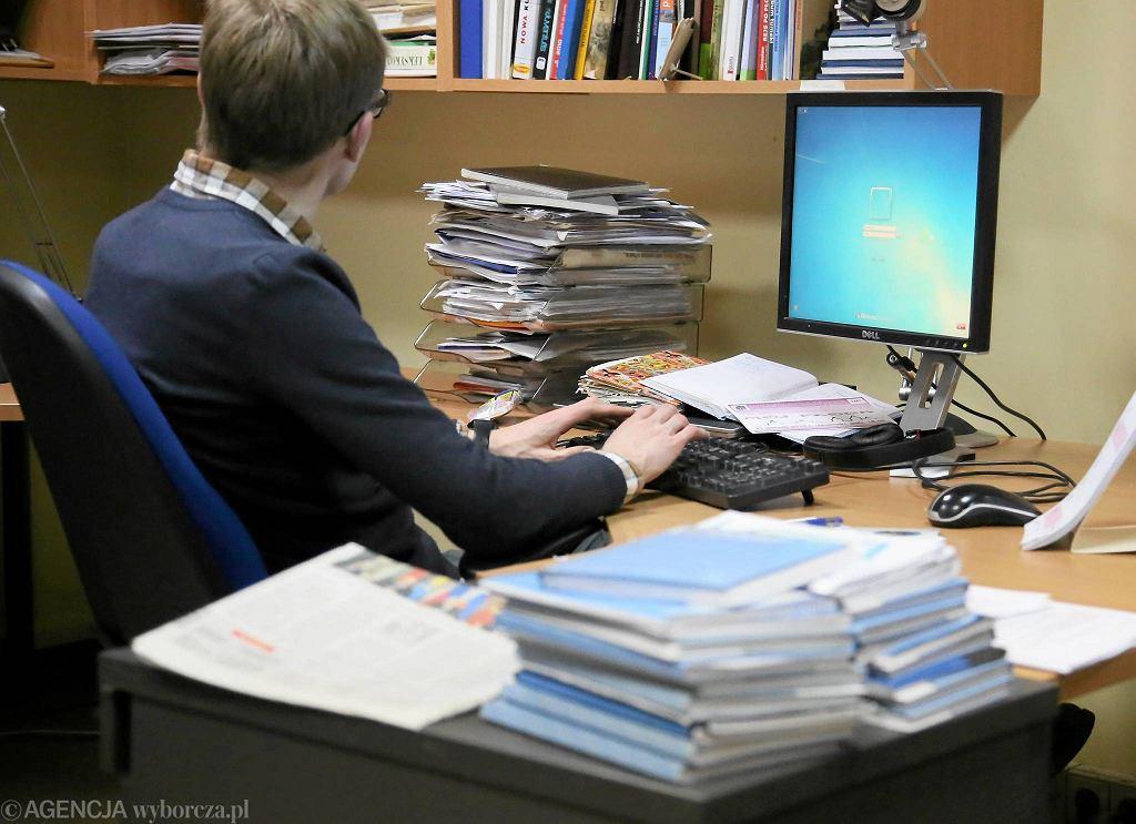 W redakcji też niektórym przyda się sprzątnie biurek... Tyle że te wszystkie szpargały, są takie potrzebne! :-)