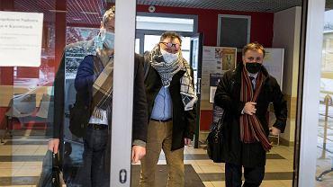 Michał Sporoń, nauczyciel z Tarnowskich Gór, który poparł Strajk Kobiet, złożył w środę wyjaśnienia w katowickim kuratorium oświaty