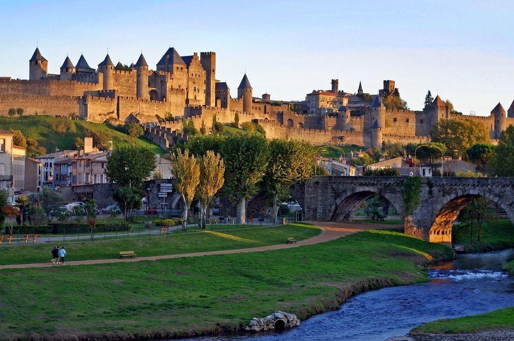 Carcassonne - francuskie miasto z pięknym zamkiem u podnóży Pirenejów