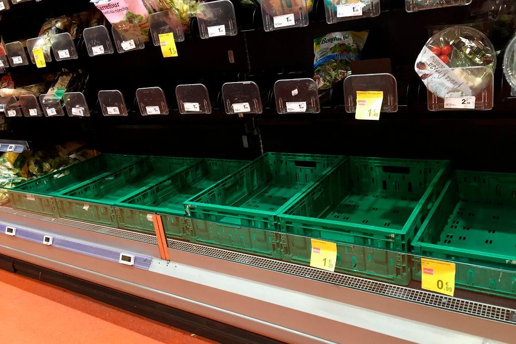 Puste półki w supermarketach w Mediolanie
