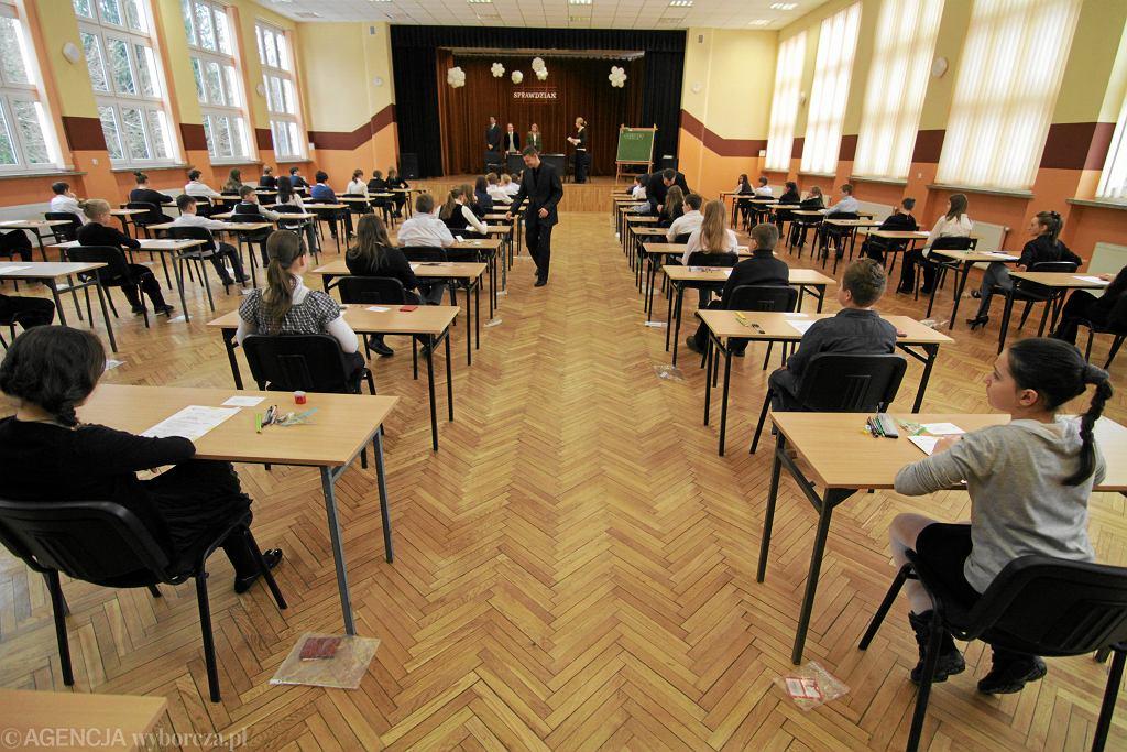Szóstoklasiści podczas egzaminu