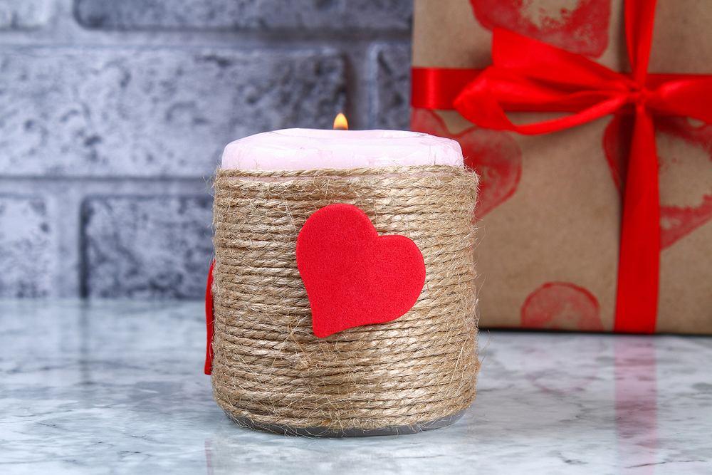 Walentynki - praca plastyczna dla dzieci. Zdjęcie ilustracyjne