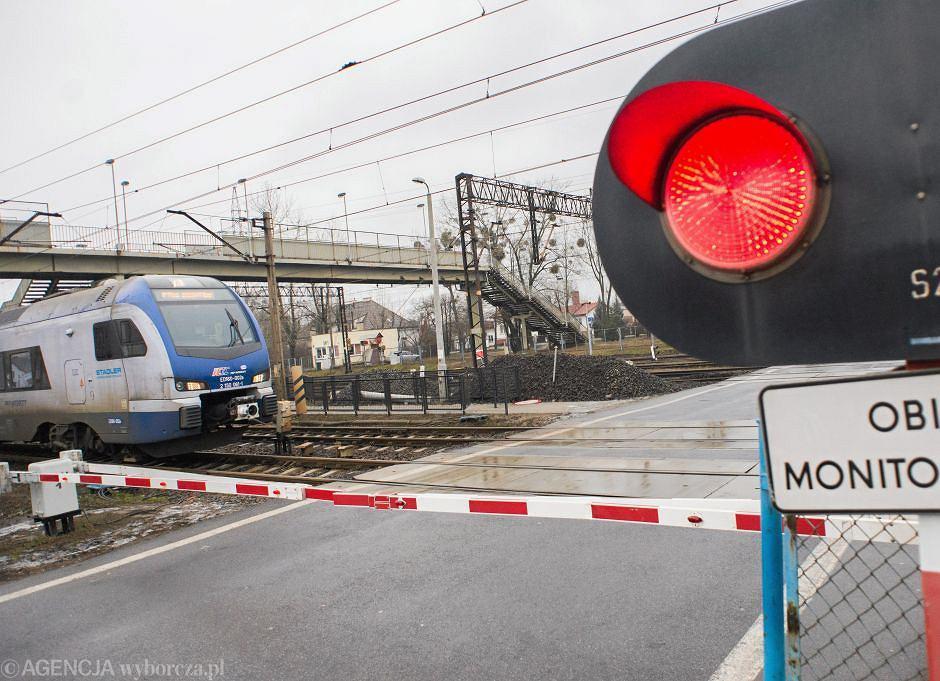 Strzeżony przejazd kolejowy - zdjęcie ilustracyjne