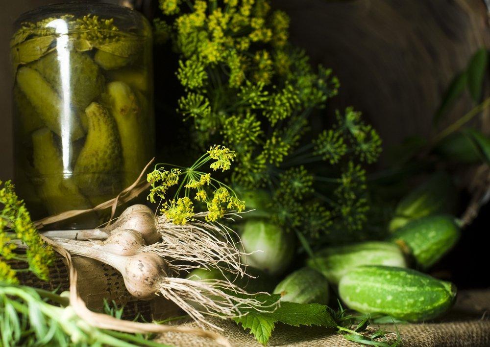 Polskie tradycje przetwórstwa warzyw obejmują solenie, suszenie, marynowanie i kiszenie. Z tych wszystkich technik najzdrowsze jest kiszenie.