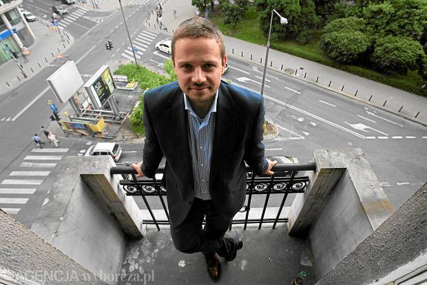 29.06.2011 WARSZAWA , EUROPOSEL RAFAL TRZASKOWSKI ( PLATFORMA OBYWATELSKA ) .  FOT. JACEK LAGOWSKI / AGENCJA GAZETA  SLOWA KLUCZOWE: POLITYK PORTRET PO XNO
