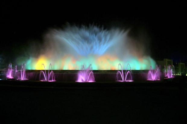 La Font m?gica, czyli kompleks fontann znajdujący się przy Avenida Maria Cristina w Barcelonie.