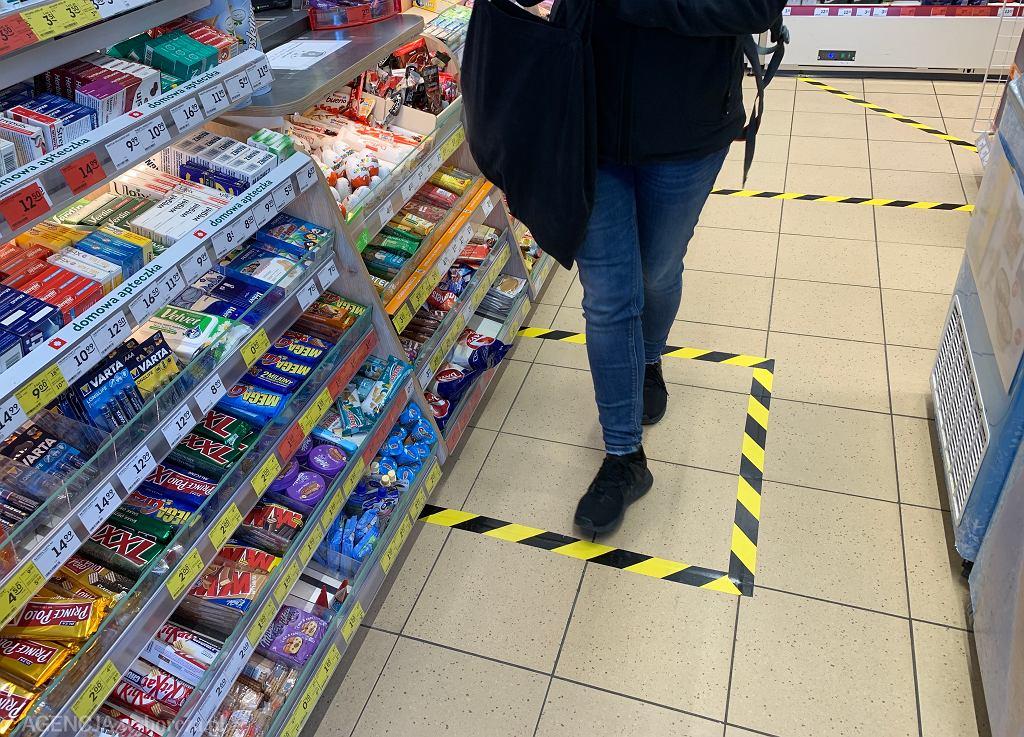 Zakupy w sklepie - zdjęcie ilustracyjne