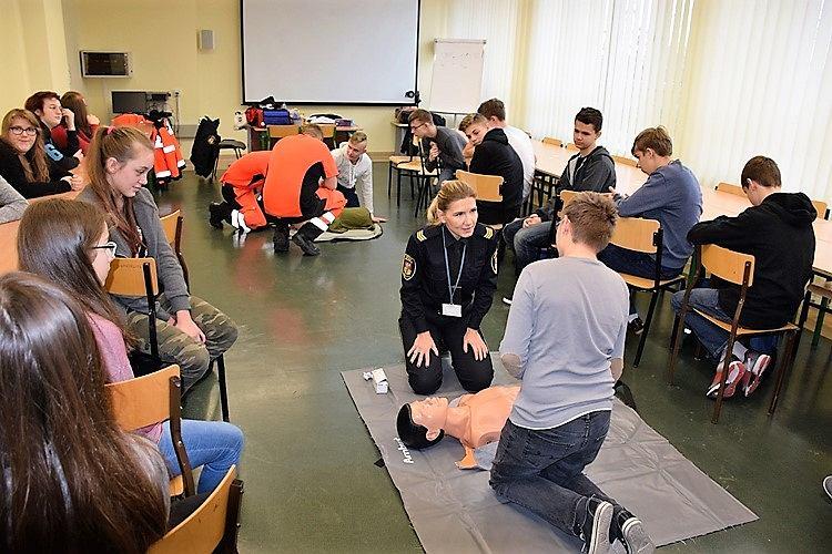 Ćwiczenia z ratownictwa w Publicznym Gimnazjum nr 13