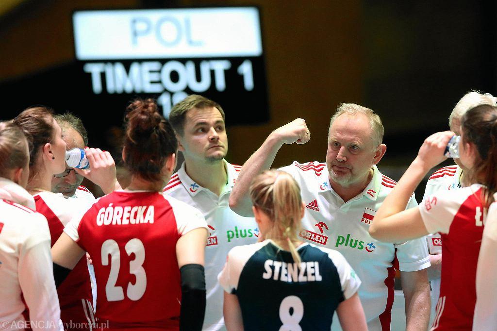 Trener Jacek Nawrocki i reprezentacja Polski siatkarek