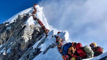 Kolejka do wejścia na szczyt Mount Everestu