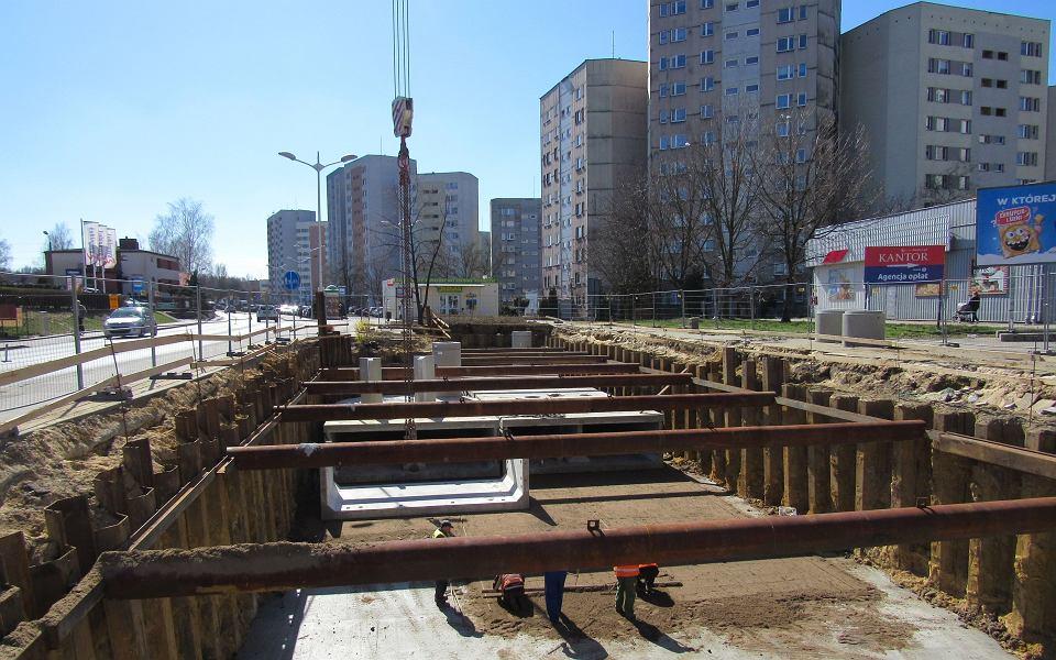 Prace przy kanalizacji na osiedlu Odrodzenia w Katowicach