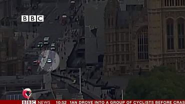 14 sierpnia w Londynie. Mężczyzna kierujący autem uderza w barierki przed budynkiem parlamentu