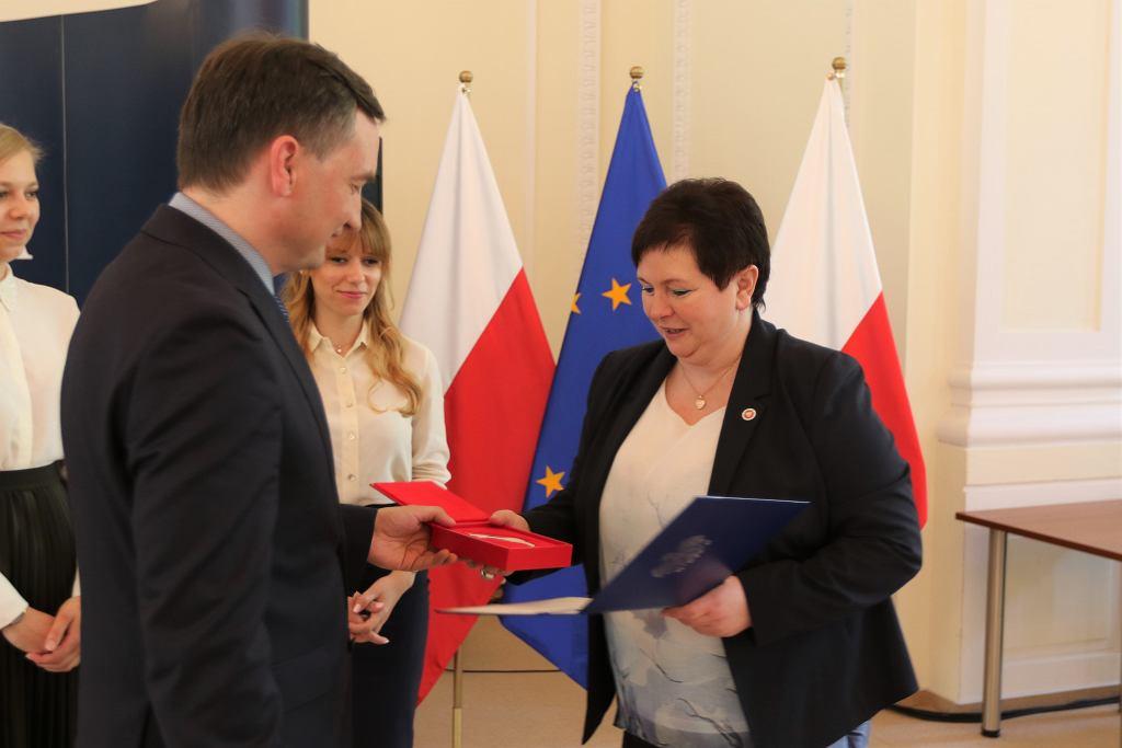 Zbigniew Ziobro wręczył prokuratorom medale z błędami
