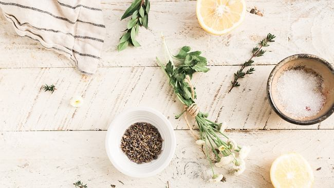 Jak zadbać o siebie, wykorzystując produkty, które masz w kuchni?
