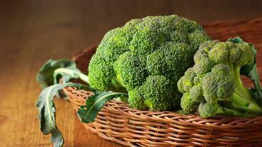 Żelazo obecne jest m.in. w mięsie, roślinach strączkowych oraz brokułach