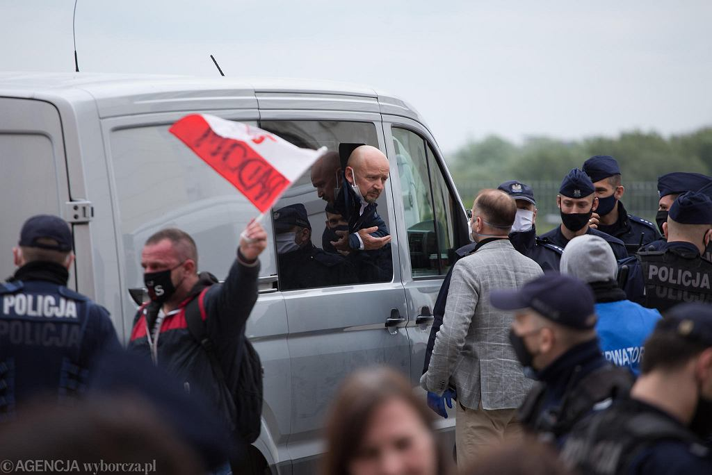 Senator jacek Bury zatrzymany podczas 'Strajku Przedsiębiorców'. Warszawa, 16 maja 2020