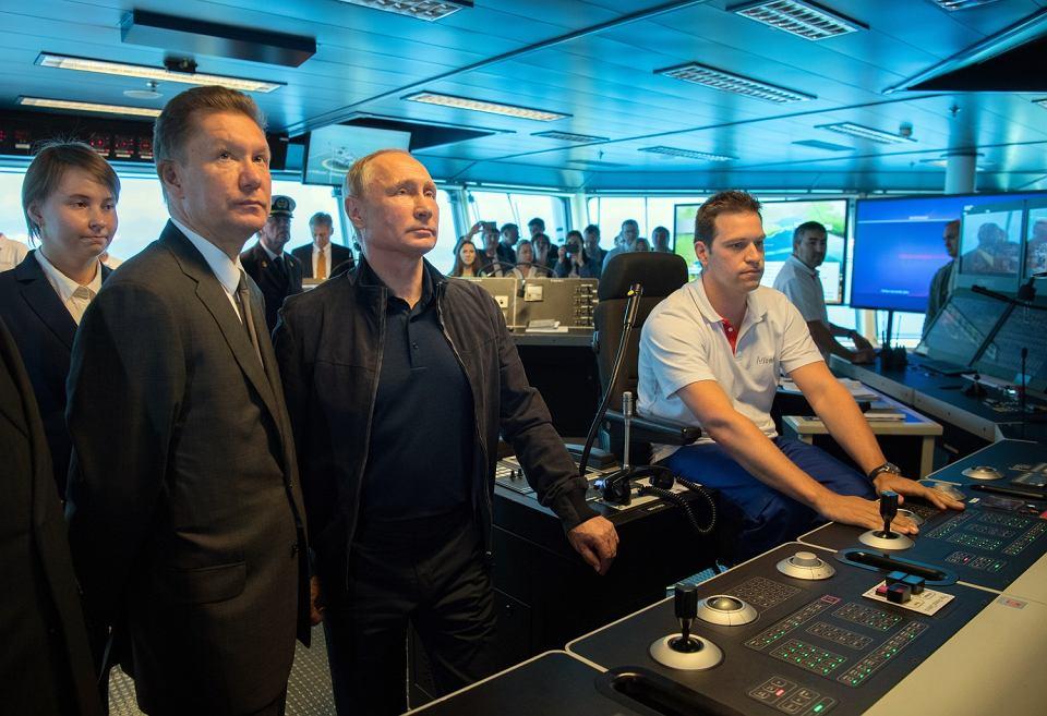 https://bi.im-g.pl/im/69/c4/17/z24923497V,Prezydenci-Rosji-Wladimir-Putin-w-Gazpromie-na-ins.jpg