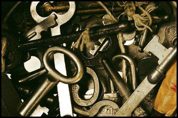 Klucze do piwnicy... gdzieś tu na pewno są (Fot. CC0 pexels.com)