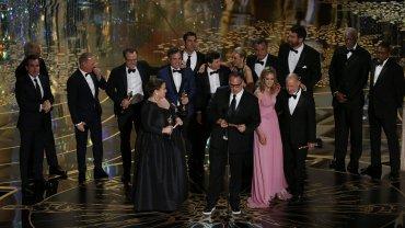 "Ekipa filmu ""Spotlight"" odbiera Oscara za najlepszy film"