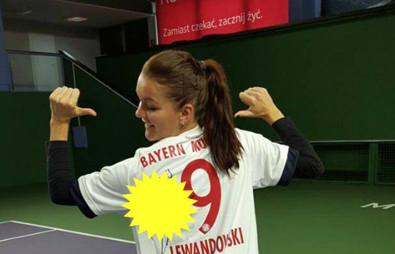 Radwańska z koszulką Lewandowskiego