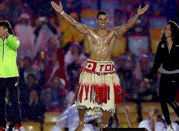 Pita Taufatofua podczas ceremonii otwarcia IO w Rio 2016