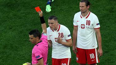 Grzegorz Krychowiak (10) - ogląda czerwoną kartkę podczas meczu Polska - Słowacja na Euro 2020. St. Petersburg, 14 czerwca 2021