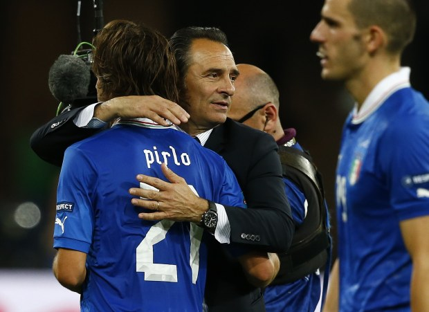 Italy's coach Cesare Prandelli (C) comforts Andrea Pirlo after losing their Euro 2012 final soccer match against Spain at the Olympic stadium in Kiev July 1, 2012.                    REUTERS/Eddie Keogh (UKRAINE  - Tags: SPORT SOCCER)