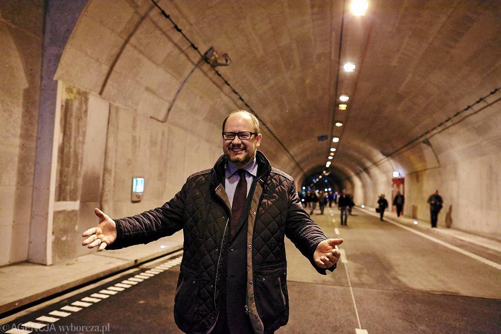 rezydent miasta Paweł Adamowicz w trakcie konferencji na kilkanaście dni przed otwarciem tunelu pod Martwą Wisłą. Gdańsk, 6 kwietnia 2016