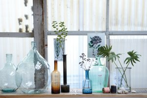 Dekoracja parapetu, czyli co postawić pod oknem