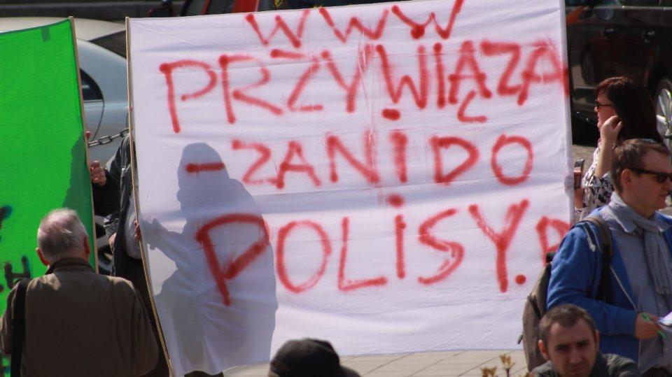 Manifestacja Stop Bankowemu Bezprawiu. Warszawa 25 kwietnia 2015 r. Wzięli w niej udział m.in. osoby
