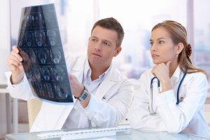 Lekarski samorząd chce podnieść składki. Lekarze się buntują