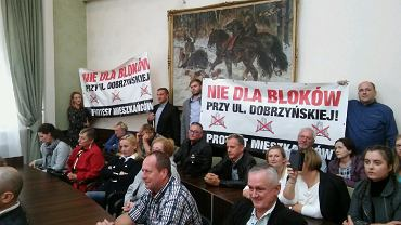Mieszkańcy ul. Dobrzyńskiej i okolic na sesji rady miasta.