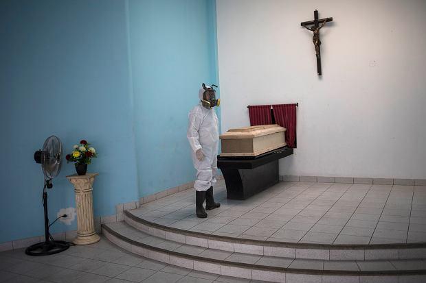 Kremacja ciała osoby zmarłej na COVID-19, Lima, Peru, 23.05.2020