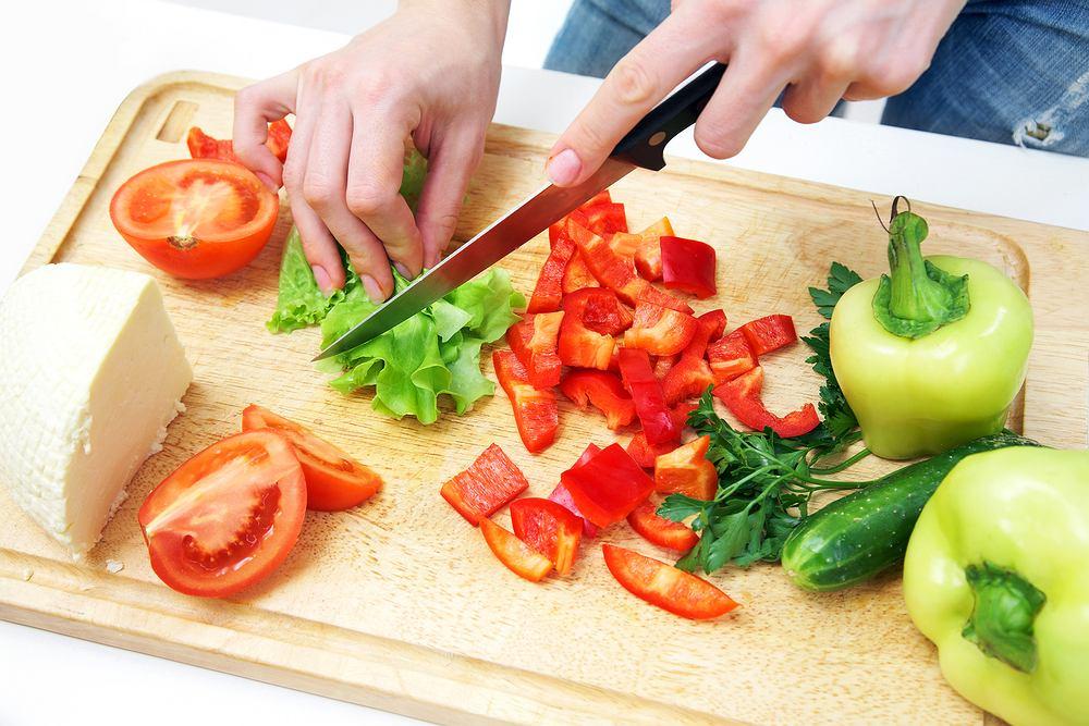 Gotowanie i konserwacja warzyw oraz owoców niweluje ich pozytywny wpływ na wytwarzanie glutationu - dlatego najlepiej spożywać je w postaci surowej.