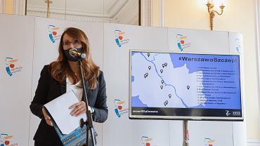 Wiceprezydent m.st Warszawy Renata Kaznowska podczas konferencji prasowej ws. miejskiego programu punktów szczepień