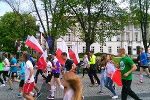 Biegali ulicami Radomia. Uczcili rocznicę Konstytucji 3 Maja [ZDJECIA]