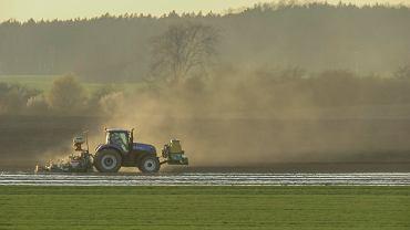 Dopłaty dla rolników. Dziś mija podstawowy termin składania wniosków. Spóźnienie zmniejsza dotację