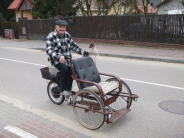 Pan Zdzisław od 30 lat pomaga mieszkańcom Legionowa