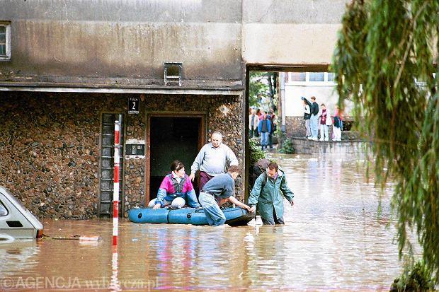 Zdjęcie numer 7 w galerii - 17 lat temu Odra zalała Wrocław. Tak wyglądało miasto [FOTO]