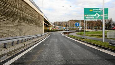 Wschodnia Obwodnica Wrocławia zostanie dokończona? Na razie są cztery oferty na budowę 2,5 km. fragmentu od ul. Grota Roweckiego do ronda w Żernikach Wrocławskich.