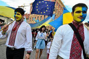 Gospodarka rośnie, a płace nie mogą się rozpędzić. Czy to efekt setek tysięcy Ukraińców pracujących w Polsce?