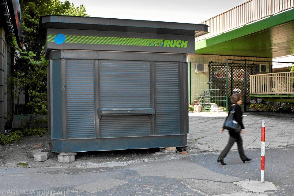 Zamknięty kiosk 'Ruchu' w Bielsku-Białej.