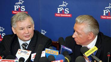 Jarosław Kaczyński i Andrzej Lepper po rozmowach o koalicji, 2006 rok