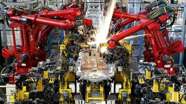 Fabryka Fiata. Roboty przy taśmie montażowej