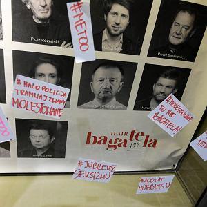 Naklejki na plakatach Teatru Bagatela